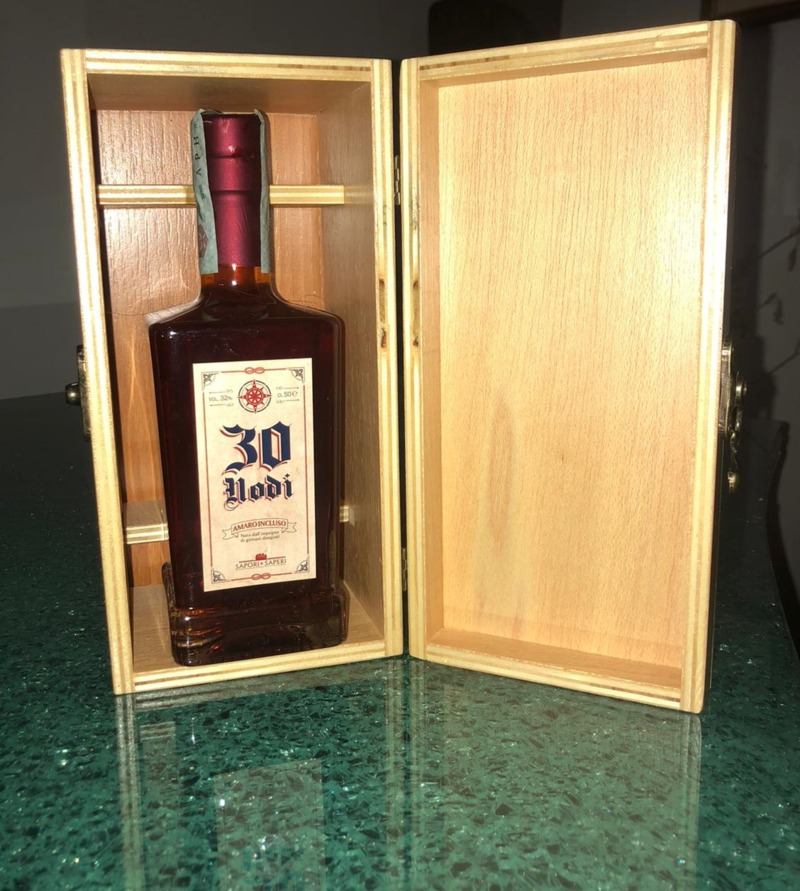 italian-spirit-amaro-30-nodi-wooden-box-50cl-bottle
